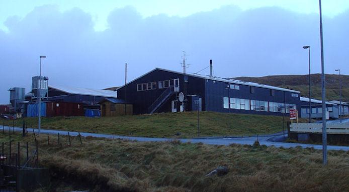 Fyribilsbarakkirnar vórðu settar upp í 1981. Umstøðurnar hjá lærlingunum eru ikki tíðarhóskandi. (Mynd Vagnur)