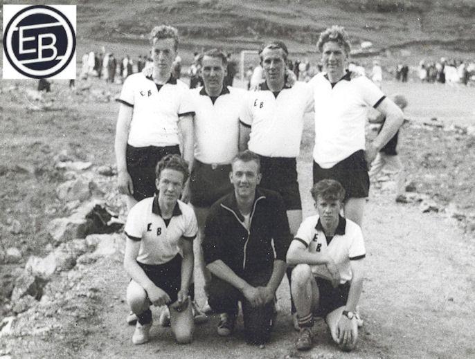 EB 1961: St.f.v: Hans Julian Jacobsen, Sølvi Jespersen, Hans Egil Joensen og Knút Vesturdal. Húkandi f.v: Tummas Brøðraberg, Heini Vesturdal og Kristin Jacobsen