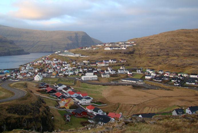 Hondbóltur hevur djúpar røtur á Eiði. Ítróttahøllin í bygdini varð tikin í nýtslu í 2003. (Mynd Vagnur)