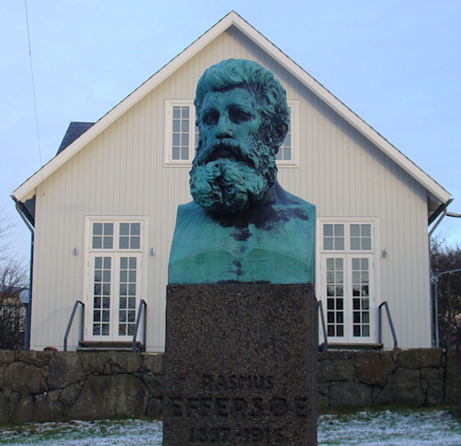 Standmyndin varð avdúkað ólavsøkudag í 1933. (Mynd Vagnur)