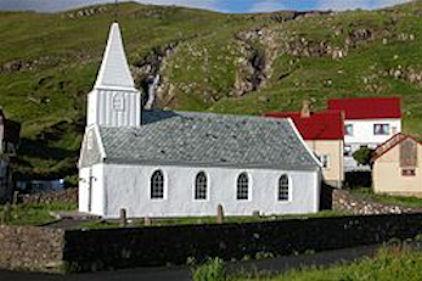 Fámjins kirjka er bygd í 1876. (Mynd Erik Kristensen)