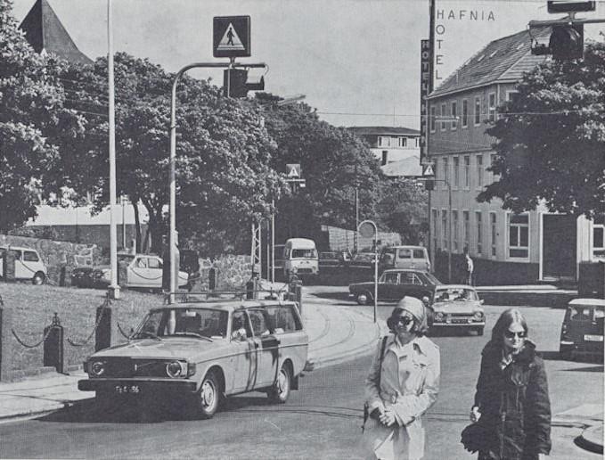 Myndin er frá miðskeiðis í 1970 árunum. Áhugavert at síggja bilarnar. (Mynd Tórshavn)