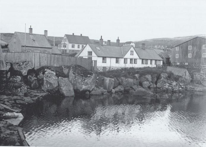 """Soleiðis minnist eg """"Gamla hospital"""". Spell, at tað var flutt. (Mynd Havnin - fólk og yrki)"""