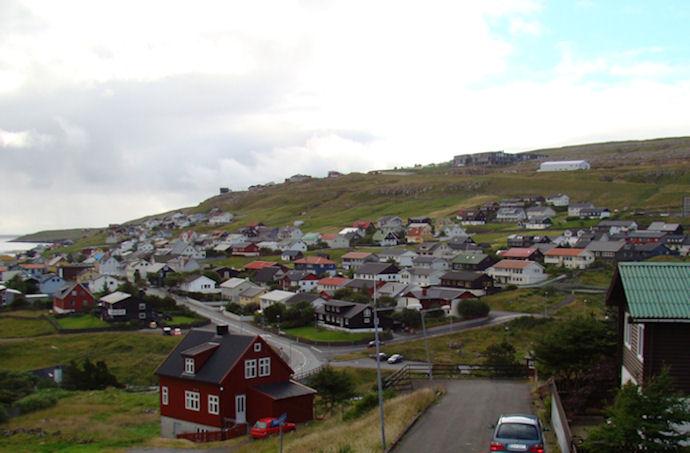 Tórshavnar kommuna átti at longt núverandi vøllin í skúlanum á Hamrinum. (Mynd Vagnur)