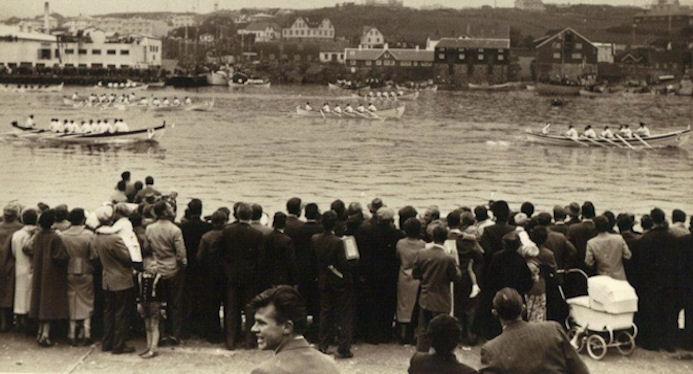 Søgulig mynd á ólavsøku 1958, har Sunnbingurin trygt vinnur róðurin.