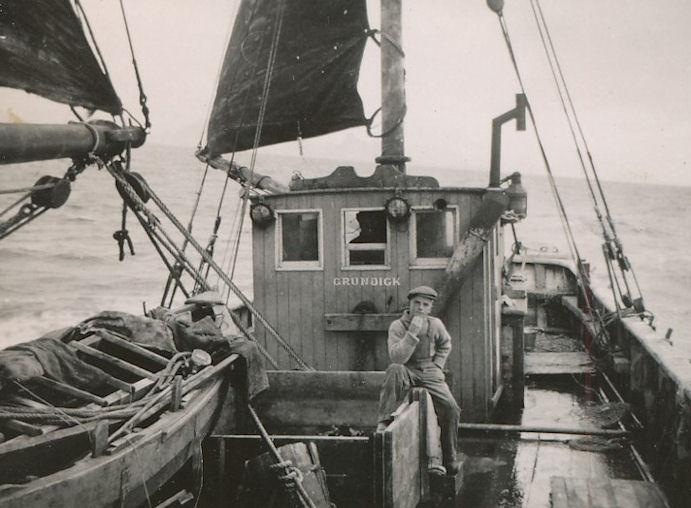 Grundick fór av Havnini 22. juli 1947, og tað tók nígggju og eitt hálvt døgn at sigla til Grønlands.