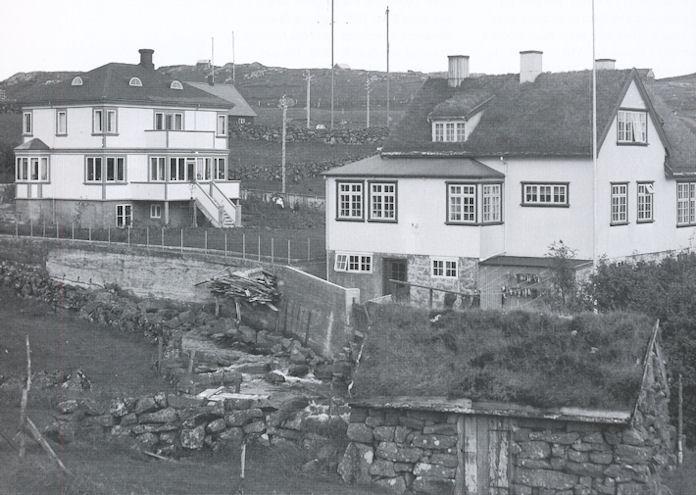 Tvey søgulig hús, sum standa við Hoydalsvegin í Havn. (Mynd Fornminnissavnið)