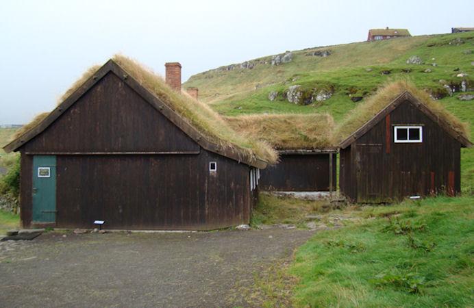 Fyrst í 1800-árunum hevði festigarðurin 308 áseyðir, 7 mjólkikýr, 1 fýramannafar og 1 áttamannafar. Uppsitaragarðurin hevði 180 áseyðir, 5 mjólkikýr og 1 fýramannafar.