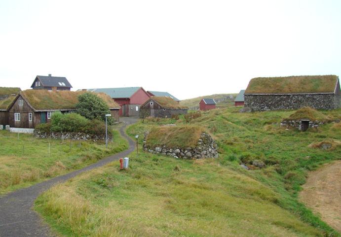 Her síggja vit gamla friðaða Hoyvíksgarðin. (Mynd Vagnur)