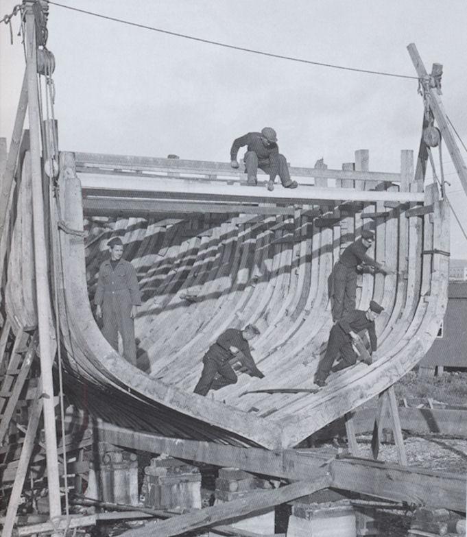 Áhugaverd mynd har vit síggja bondini á Vón, sum fór av bakkastokki 15. juni 1940. (Mynd Siglandi arvurin)