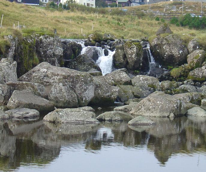 Fossurin var ikki so stórur í góðveðrinum henda dagin. (Mynd Vagnur)