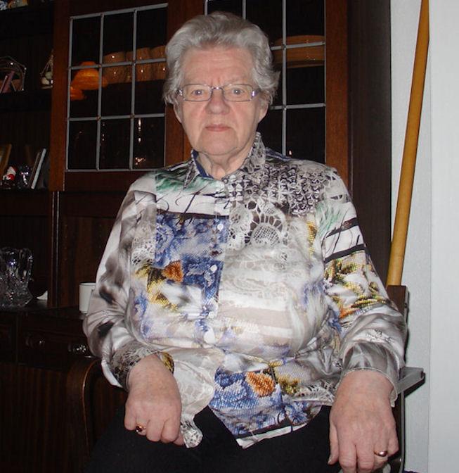 86 ára gamla Sanna Mortensen hevði nógv góð minni frá hondbóltstíðini í Sandvík. (Mynd Vagnur)