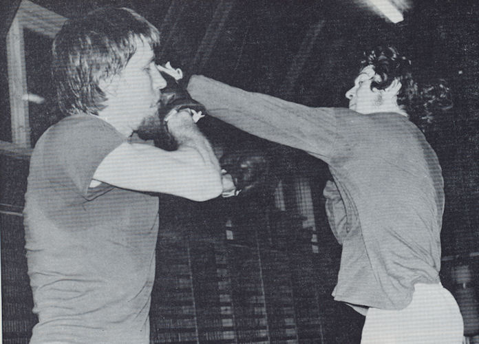 Danin Tom B. Hansen og Eyðun Djurhuus í boksidysti á Háskúlanum. (Mynd Ítróttarárbókin 1972)