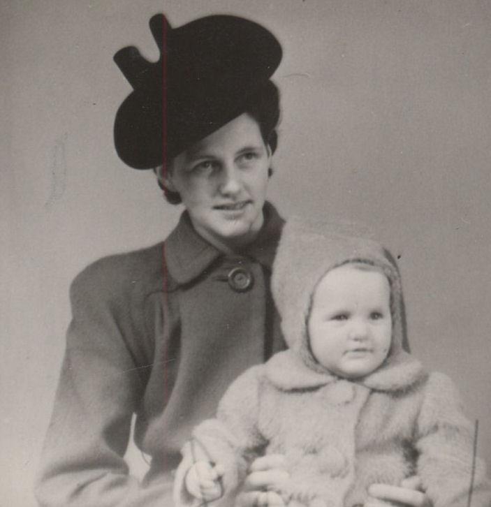 Mamma helt hattin vera dekan ov ógvuligan. Smágentan er systir Christin.