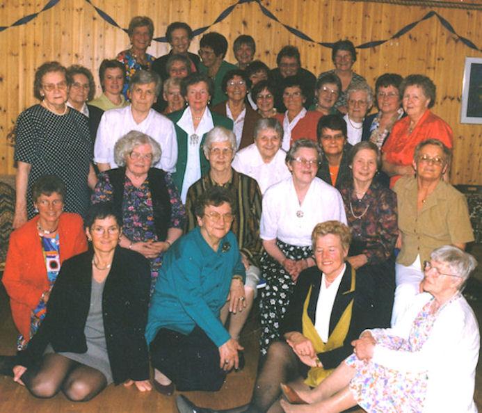 Svimjikonurnar eru í 80 ára føðingardegi hjá mammu í 1998.