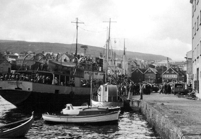 Sigmundur var smíðaður í 1942 í Peterhead og góðkendur til 250 ferðafólk. Hesin Sigmundur varð søktur millum Stong og Eystnes í november mánað í 1973. (Mynd: