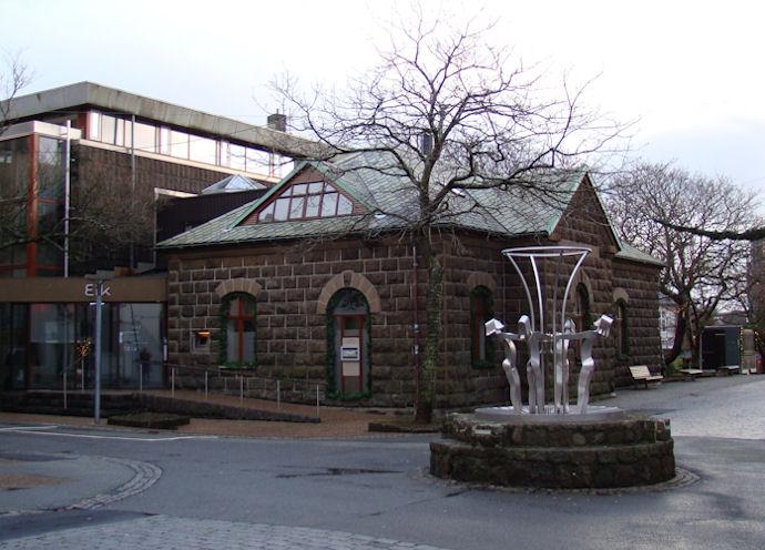 Púra vilt, at søguligi bygningur skal gerast ein deyður skrivstovubygningur hjá Føroya Løgtingið. (Mynd Vagnur)