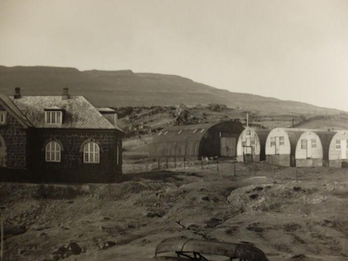 Nýggjársbálið upp á Heygnum sást um alla Havnina. Eini hundrað ár síðani fyrsta bálið var brent har.