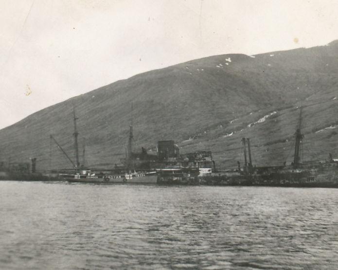 Grundick liggur við síðuna av Carolinu Thorden í Hvalvík. (familjumynd)