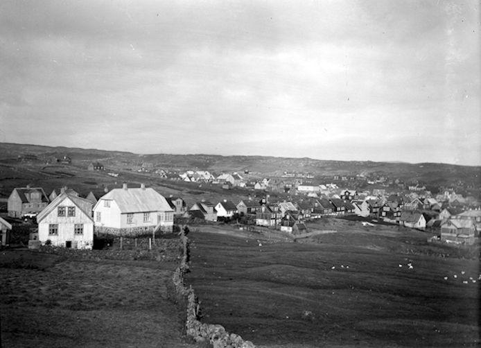 Áhugaverd mynd við Landavegin í 1920. (Mynd Fornminnissavnið)
