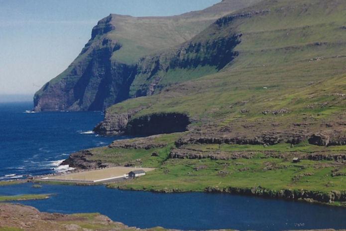 Petur Reinert var altíð í fremstu røð, og mong sporini hevur hann runnið og gingið niðri á Mølini á Eiði.