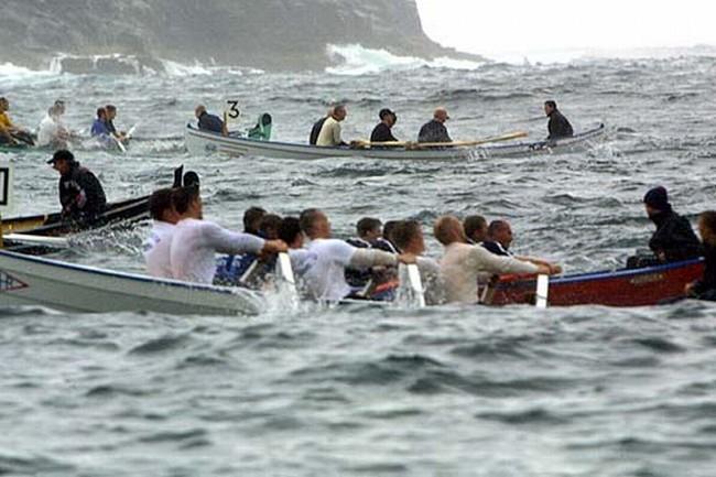 Veður og steymur er partur av føroyskum kappróðri. Og mangan er ótespuligt hjá rógvarum. Nú skulu maningar hava vest við á stevnu.