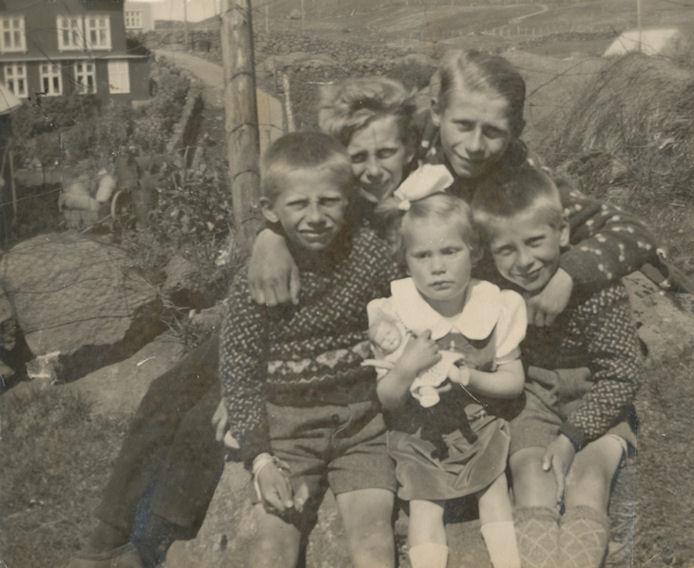 Mynd frá umleið 1940. Frá vinstu: Harald, Òli, Gulli, Jógvan og Hammer.